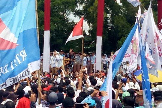 """Titiek Soeharto melantunkan lagu """"Rahasia Hati"""" saat kampanye Prabowo"""