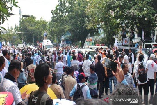 Ribuan warga sambut Capres Prabowo di Solo