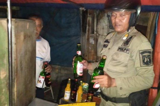 Ratusan botol miras disita petugas di Penjaringan