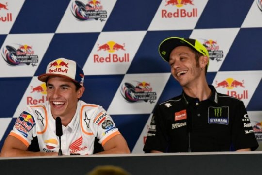 Kesampingkan rivalitas, Rossi puji performa Marquez musim ini