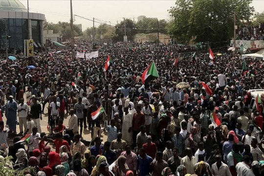 Ratusan ribu orang kembali turun ke jalan di Aljazair
