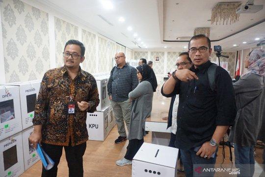KPU - Bawaslu tinjau gudang surat suara di KBRI Malaysia