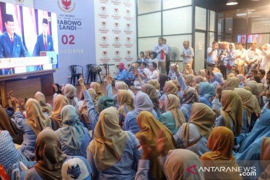 Emak-emak pendukung Prabowo-Sandi kasih pendapat soal debat capres