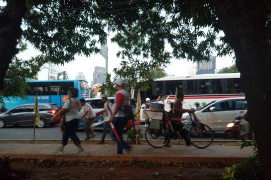 Sabtu sore, jalan Gatot Subroto padat merayap