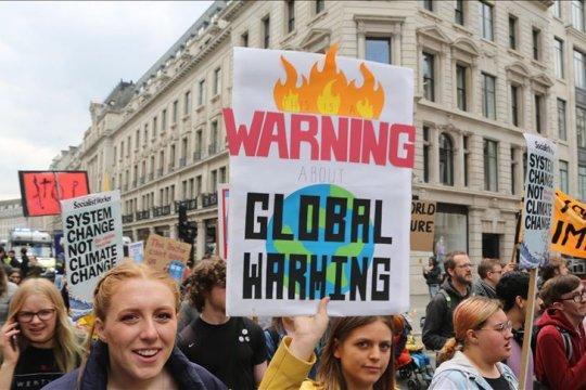 Anak-anak tingkatkan seruan untuk perangi perubahan iklim