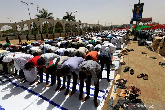 Pasukan Sudan berusaha bubarkan aksi duduk di luar markas militer