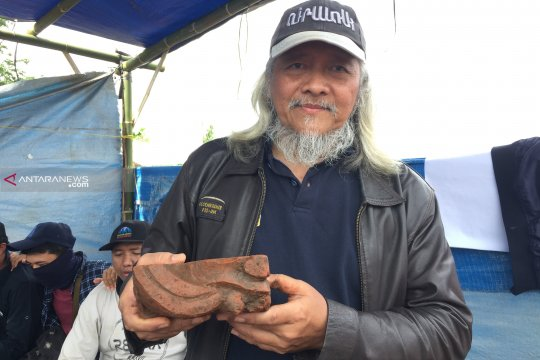 Serpihan bata berhias ditemukan di Situs Sekaran, Jatim