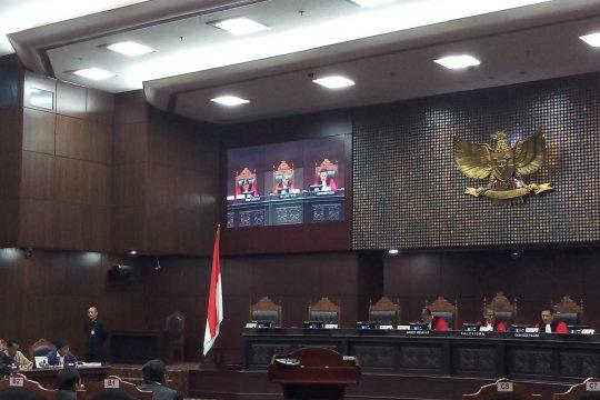MK tolak permohonan uji UU Telekomunikasi