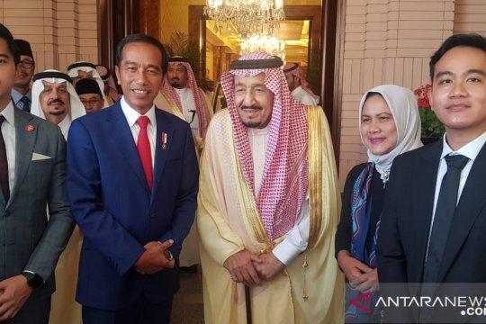 Jokowi ajak Gibran dan Kaesang saat bertemu Raja Salman