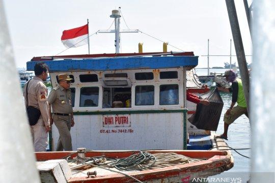 Kapal pengangkut logistik KPU Kepulauan Seribu terhambat hujan badai