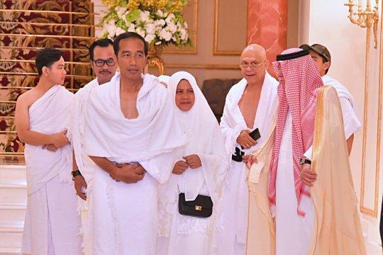 Presiden tiba di Jeddah kenakan ihram
