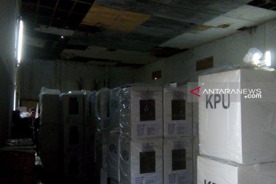 Kotak suara kehujanan di Sumberbaru Jember bisa digunakan