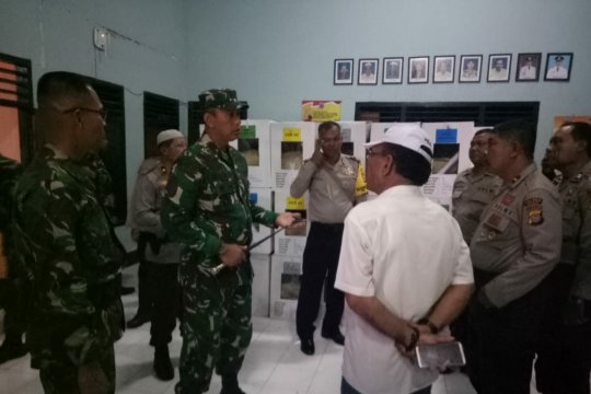 TNI-POLRI laksanakan patroli gabungan cek logistik pemilu di kelurahan