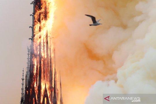 EU janjikan bantuan pembangunan kembali Notre Dame