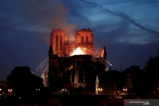 Seorang pria ditahan setelah kebakaran Katedral Nantes