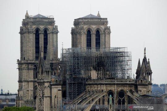Suasana Katedral Notre-Dame usai kebakaran