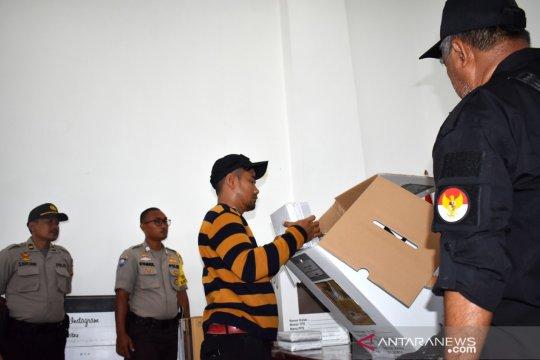 KPU Kepulauan Seribu tukarkan satu kotak suara
