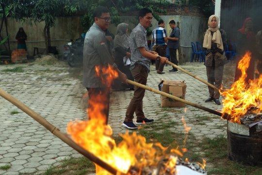 KPU Kota Bandarlampung musnahkan surat suara rusak