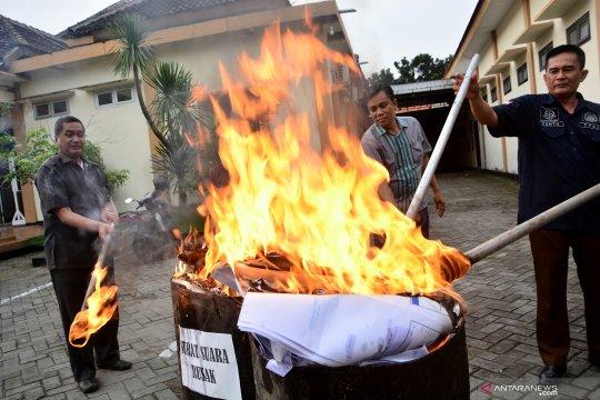 KPU Lebak musnahkan surat suara rusak