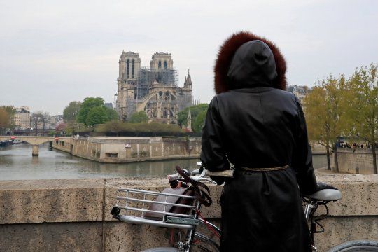 Miliarder Arnault  donasikan Rp3,1 triliun untuk Notre-Dame