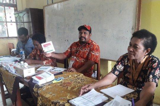 Distrik lain ditunda, warga Kelurahan Imbi-Papua tetap mencoblos
