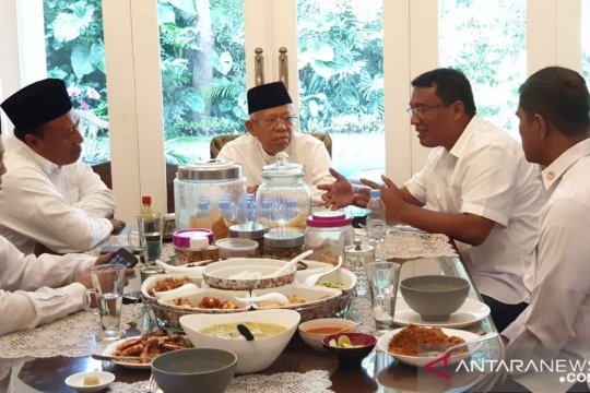 Ma'ruf Amin bincang santai bersama tim sebelum gunakan hak pilih