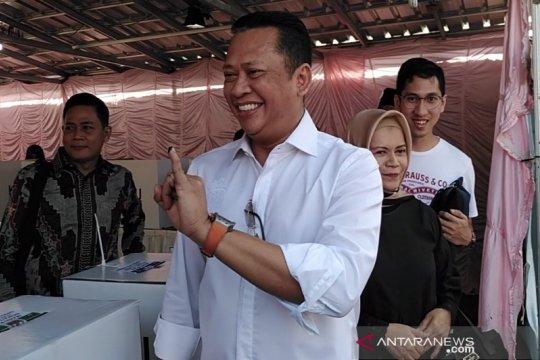 Bambang Soesatyo gunakan hak pilih bersama keluarga