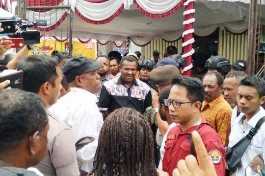 KPU Jayapura jelaskan mengapa keterlambatan logistik terjadi