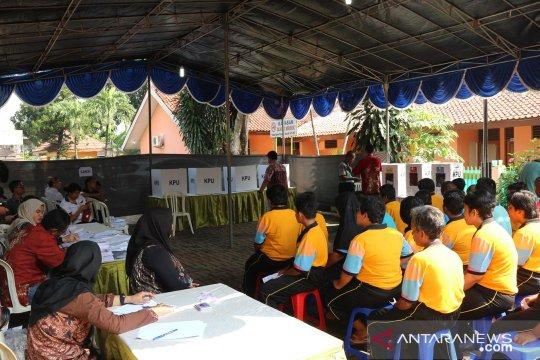 ODGJ antre pemungutan suara di panti sosial Cipayung