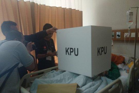 Bantu gunakan hak pilih, petugas TPS RSCM keliling kamar pasien