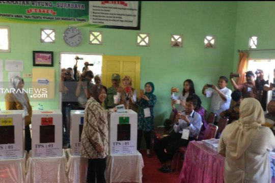 Wali Kota Risma gunakan hak pilihnya di TPS 001