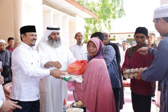 Kaum dermawan Kuwait serahkan 500 paket sembako di Aceh Besar
