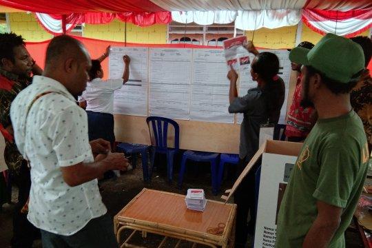 Sejumlah TPS di Jayapura mulai lakukan penghitungan suara