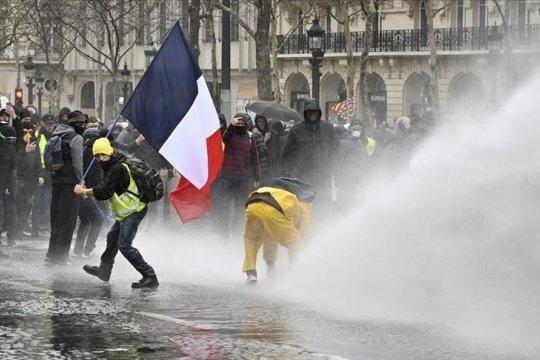 Protes Rompi Kuning di Prancis masuki bulan kelima