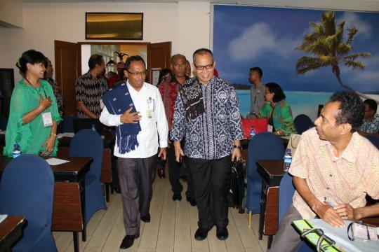 Semua pihak diminta tunggu hasil pengumuman KPU, sebut Rektor Undana