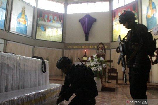 Sterilisasi gereja jelang misa Kamis Putih