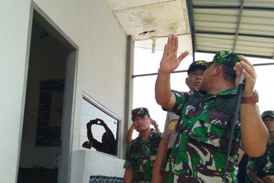 Kapolda Aceh tinjau Pos TNI AL yang dirusak massa