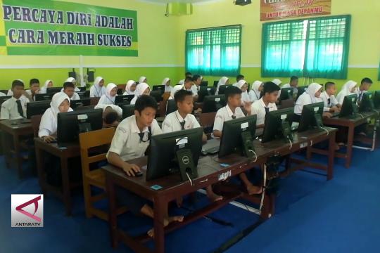 180 SMP-MTS di Jember bergabung dan menumpang  UNBK