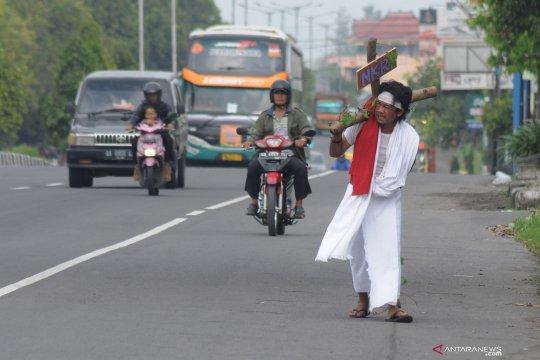 Aksi Jalan Salib sepanjang 33 kilometer untuk keutuhan NKRI