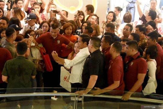 Masyarakat Surabaya antusias berbelanja ke pusat perbelanjaan