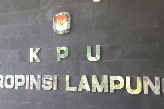 Massa lakukan aksi damai di KPU Lampung