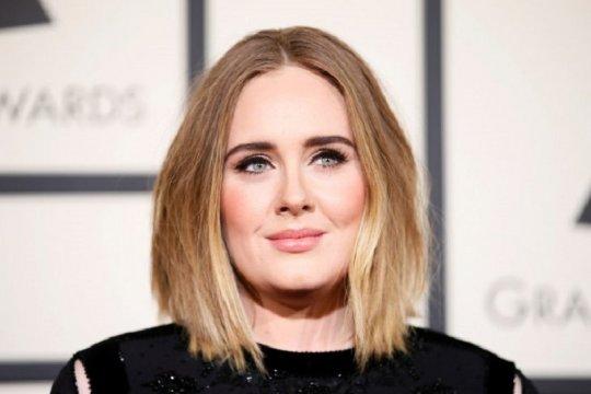 Adele, Harry Styles dan James Corden liburan bersama