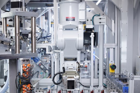 Apple pakai robot untuk bedah iPhone bekas