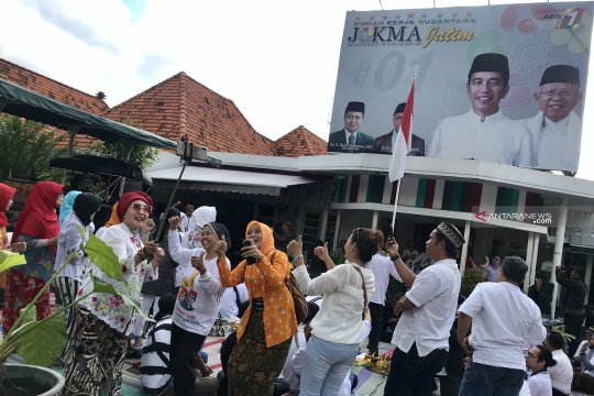"""Relawan """"KAreB'S"""" harapkan momentum Kartini inspirasi kerukunan rakyat"""