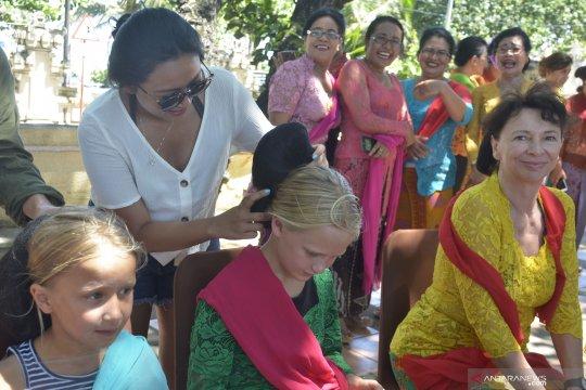 Wisatawan mancanegara di Bali peringati Hari Kartini