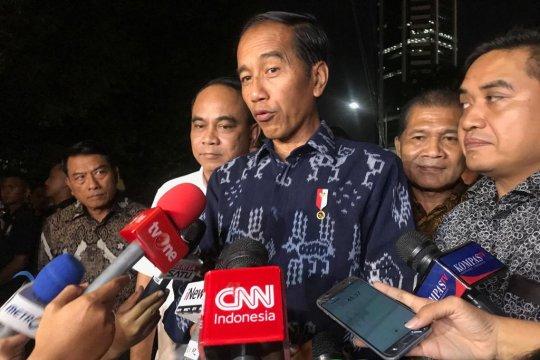 Jokowi sebut petugas KPPS yang meninggal sebagai pejuang demokrasi