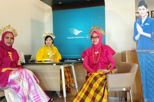 Peringati Hari Kartini, karyawan Garuda gunakan pakaian adat