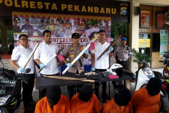 Polresta Pekanbaru bekuk pelaku penganiaya tiga polisi