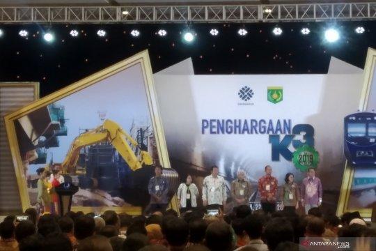 Menaker anugerahkan penghargaan K3 kepada 17 gubernur