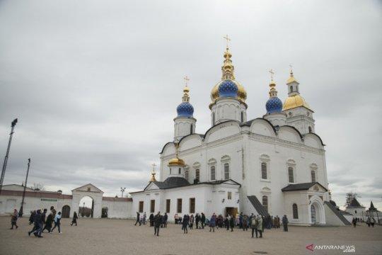 Dukun Siberia yang sesumbar lengserkan Putin diborgol kepolisian Rusia